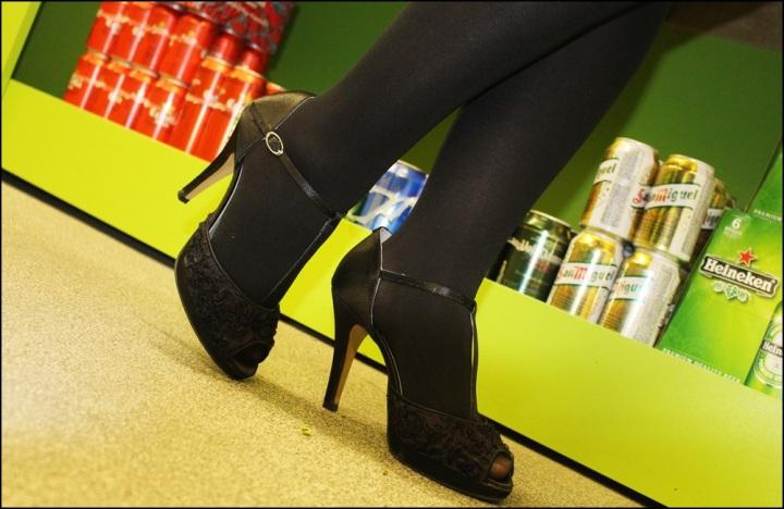 Vestido Studio Classics (El Corte Inglés), Chaqueta Bershka Knitwear, Zapatos Angel Alarcón, Medias Calzedonia, 7