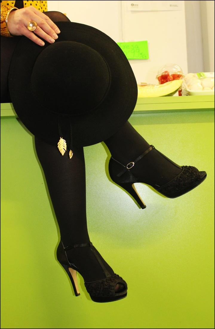 Vestido Studio Classics (El Corte Inglés), Chaqueta Bershka Knitwear, Zapatos Angel Alarcón, Medias Calzedonia, 8