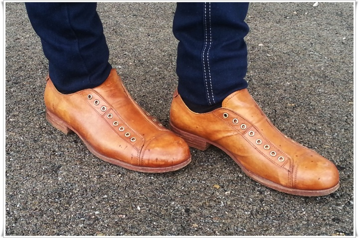 Blazer azul pastel Stradivarius, Camisa Stradivarius, Pantalones Zara, Bolso Misako, Reloj Swatch, Zapatos Shoto made in Italy by Stefano Medori  5