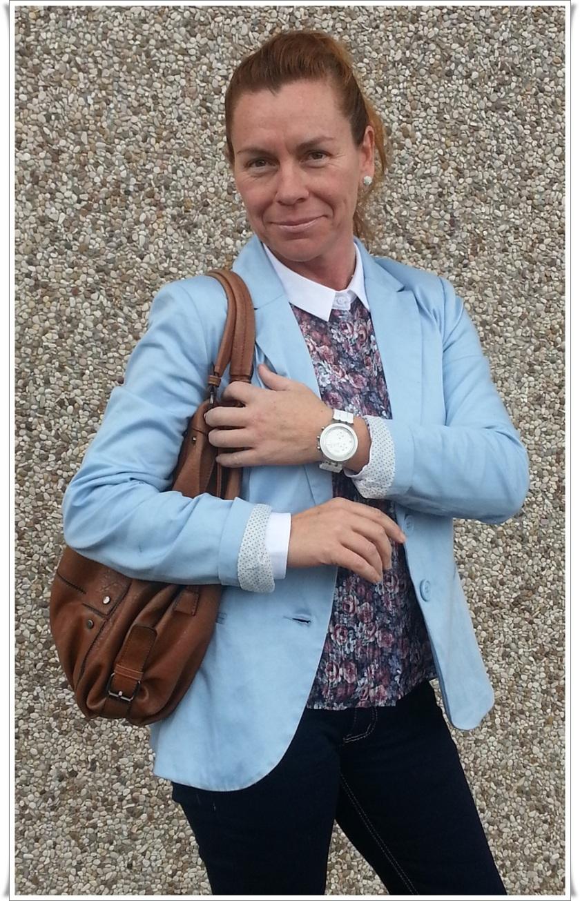 Blazer azul pastel Stradivarius, Camisa Stradivarius, Pantalones Zara, Bolso Misako, Reloj Swatch, Zapatos Shoto made in Italy by Stefano Medori  6