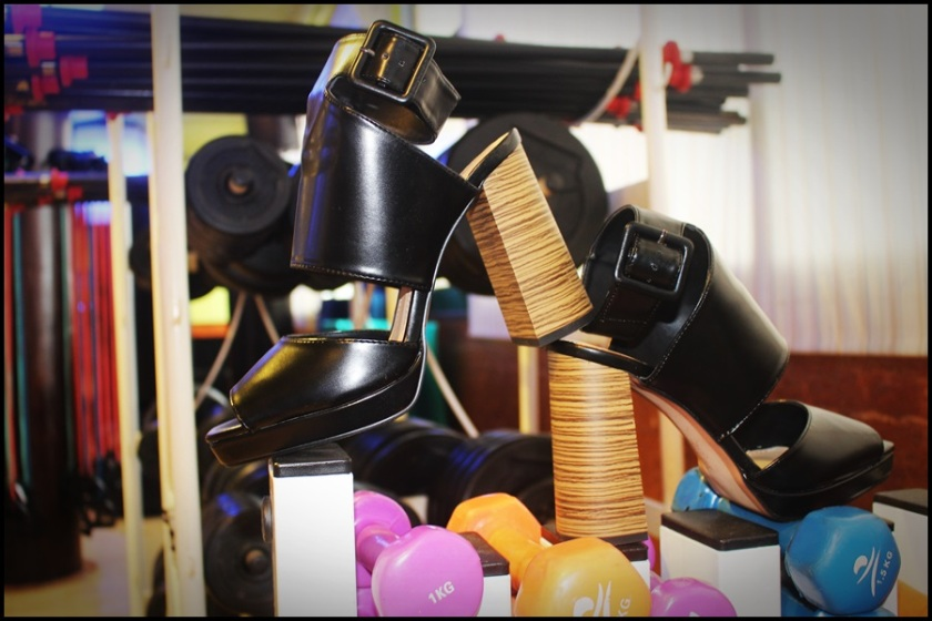 Cuida de ti, Cuida tu imagen, Spring trends, looks, street style, Vestido Mentirosas by Fernando Claro, Collar Zara, Bolso Parfois, Zapatos Zara 15