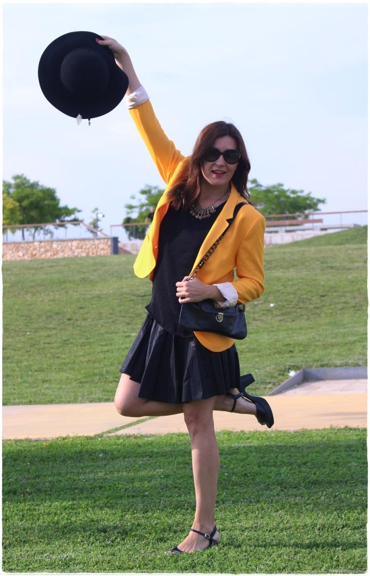 Cuida de ti, Cuida tu imagen, spring looks, street style, fedora hat, yellow blazer zara, skirt H&M, bag Pepe Jeans 2