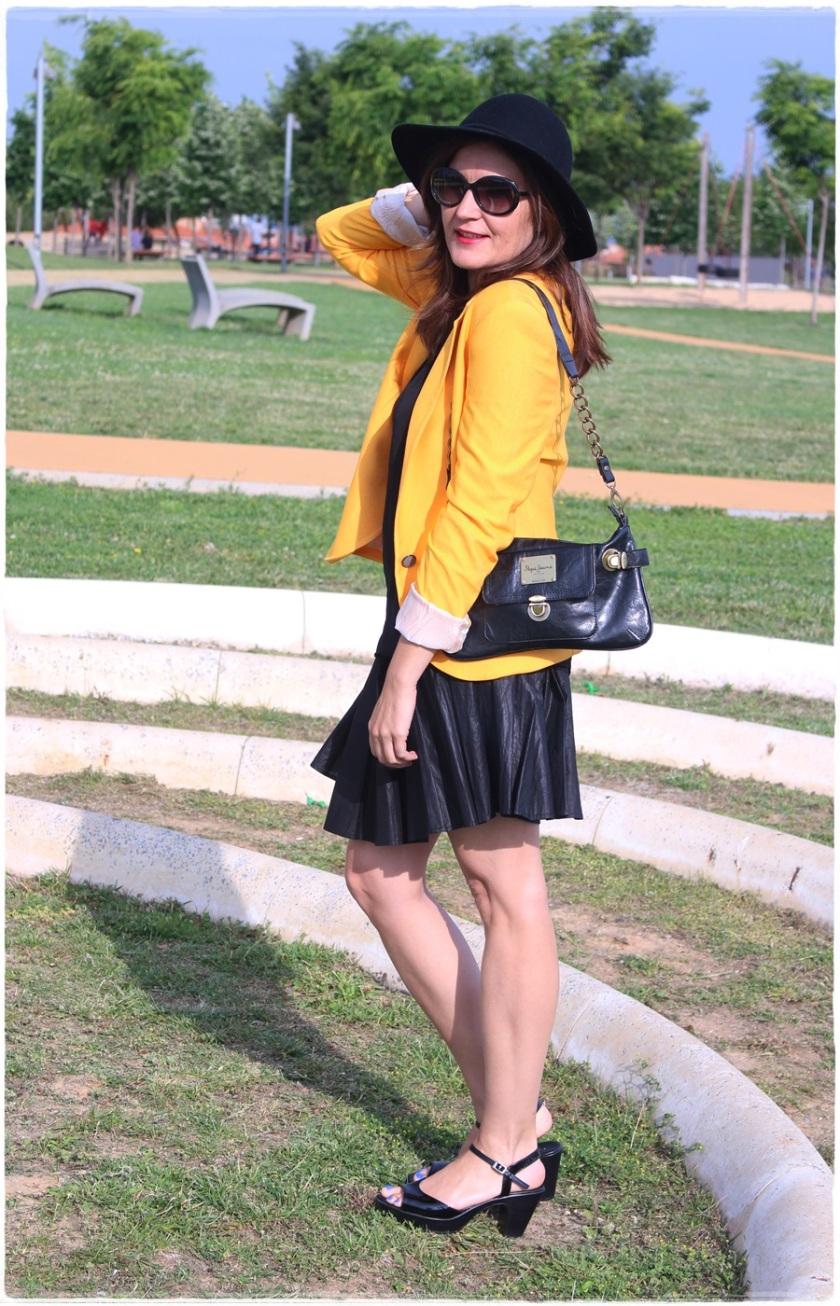 Cuida de ti, Cuida tu imagen, spring looks, street style, fedora hat, yellow blazer zara, skirt H&M, bag Pepe Jeans