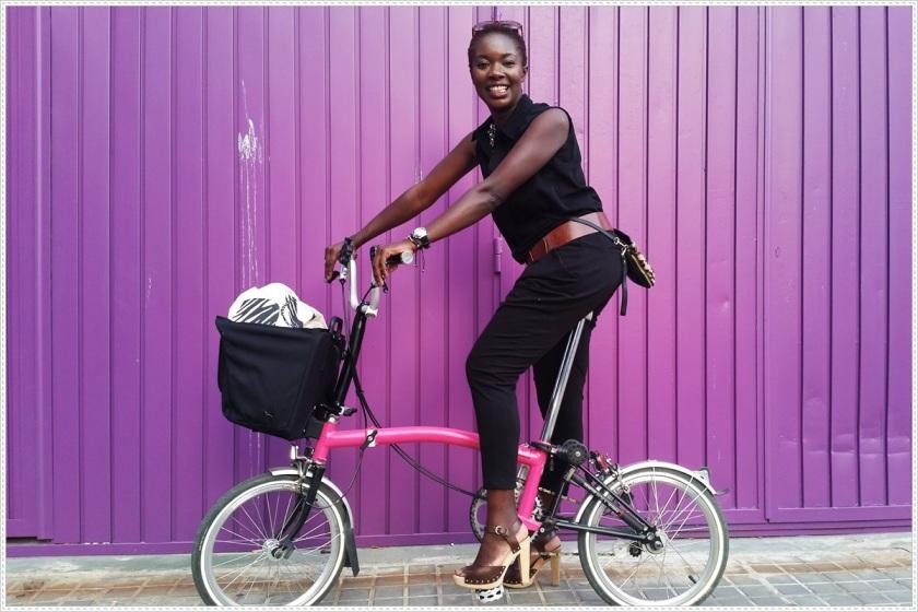 Cuida de ti, Cuida tu imagen, Summer Looks, street style, trends, Mono color negro MOISTORE, Gafas CARRERA, Zapatos JUAN ANTONIO LOPEZ,  Bolso y pulseras FEDERICA CUI,  bicicleta BROMPTON 2