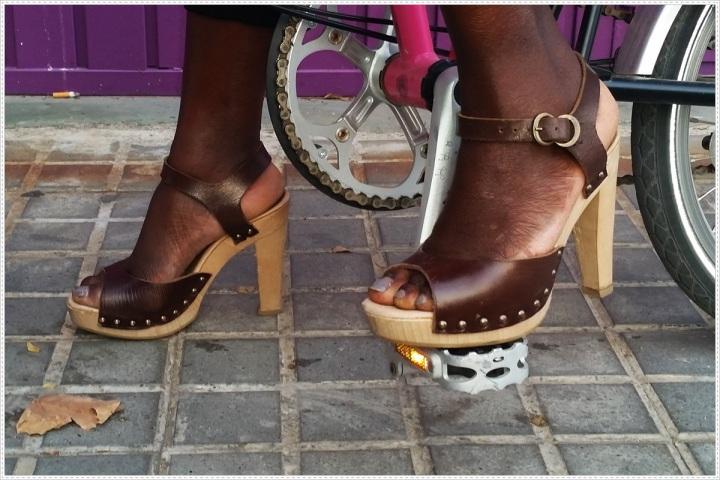 Cuida de ti, Cuida tu imagen, Summer Looks, street style, trends, Mono color negro MOISTORE, Gafas CARRERA, Zapatos JUAN ANTONIO LOPEZ,  Bolso y pulseras FEDERICA CUI,  bicicleta BROMPTON 7
