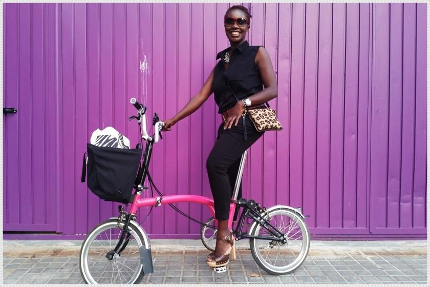 Cuida de ti, Cuida tu imagen, Summer Looks, street style, trends, Mono color negro MOISTORE, Gafas CARRERA, Zapatos JUAN ANTONIO LOPEZ,  Bolso y pulseras FEDERICA CUI,  bicicleta BROMPTON