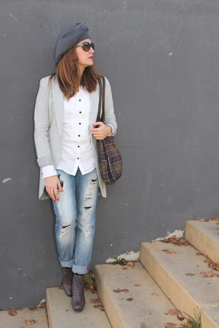 Cuida de ti, cuida tu imagen, winter looks, street style, Ripped Jeans Mango, Camisa H&M, Levita gris Zara collection, Botines TO BE, Gorra Tienda local, Bolso Barbour 10
