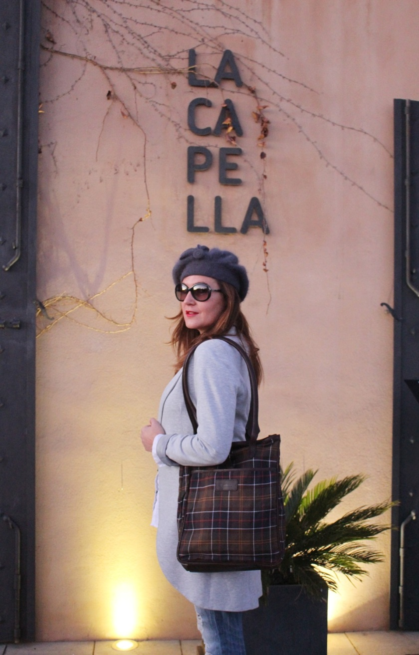 Cuida de ti, cuida tu imagen, winter looks, street style, Ripped Jeans Mango, Camisa H&M, Levita gris Zara collection, Botines TO BE, Gorra Tienda local, Bolso Barbour 11
