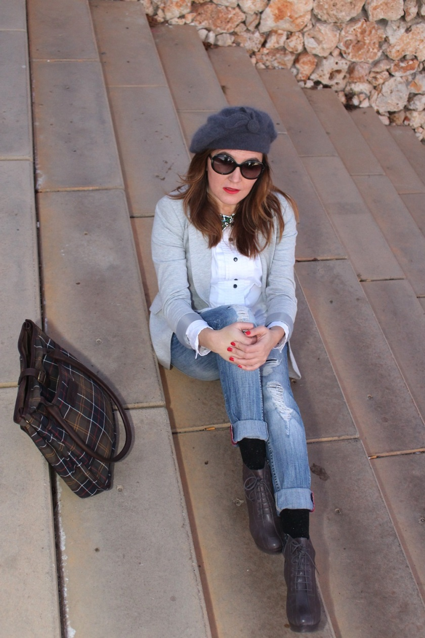 Cuida de ti, cuida tu imagen, winter looks, street style, Ripped Jeans Mango, Camisa H&M, Levita gris Zara collection, Botines TO BE, Gorra Tienda local, Bolso Barbour 14