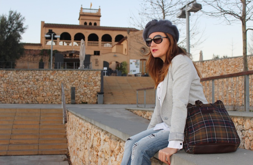 Cuida de ti, cuida tu imagen, winter looks, street style, Ripped Jeans Mango, Camisa H&M, Levita gris Zara collection, Botines TO BE, Gorra Tienda local, Bolso Barbour 3
