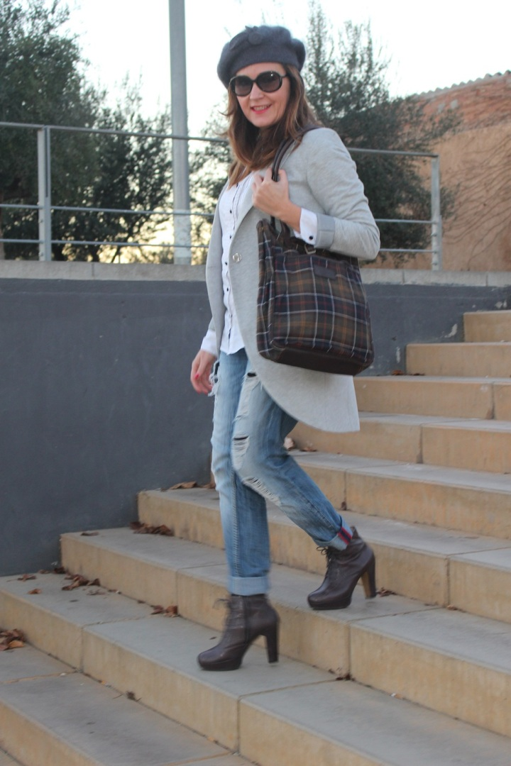 Cuida de ti, cuida tu imagen, winter looks, street style, Ripped Jeans Mango, Camisa H&M, Levita gris Zara collection, Botines TO BE, Gorra Tienda local, Bolso Barbour 6