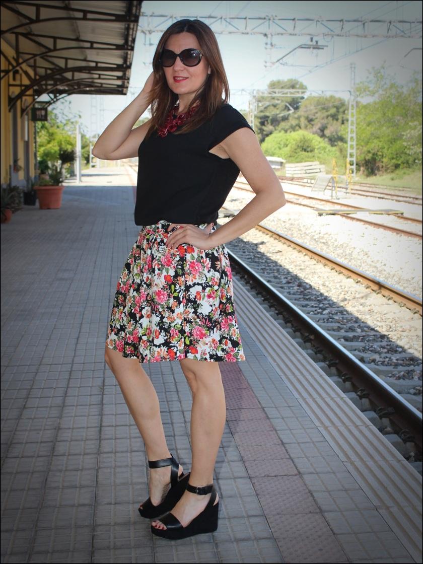 Cuida de ti, Cuida tu imagen, tendencia floral, old station, floral print para todas, Zara, flatforms, falda estampada, collar C&A10