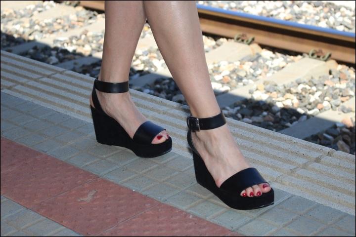 Cuida de ti, Cuida tu imagen, tendencia floral, old station, floral print para todas, Zara, flatforms, falda estampada, collar C&A7