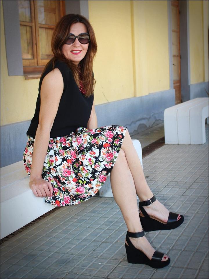 Cuida de ti, Cuida tu imagen, tendencia floral, old station, floral print para todas, Zara, flatforms, falda estampada, collar C&A8