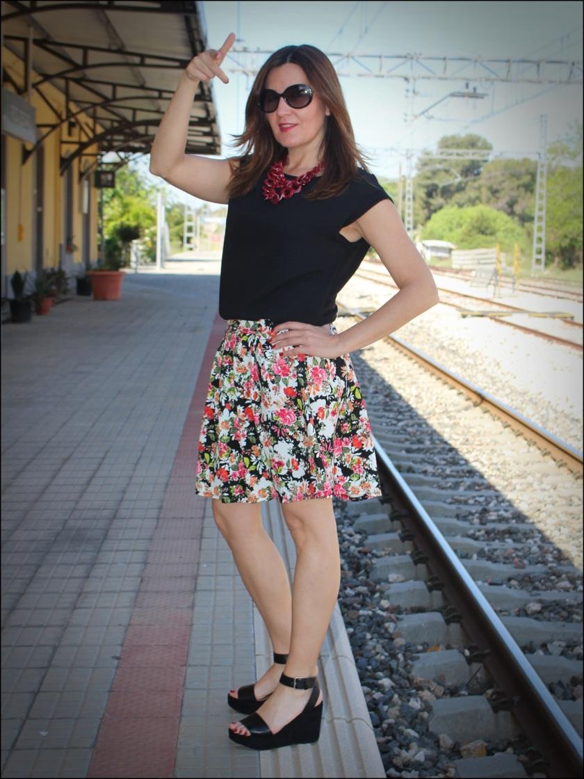 Cuida de ti, Cuida tu imagen, tendencia floral, old station, floral print para todas, Zara, flatforms, falda estampada, collar C&A9