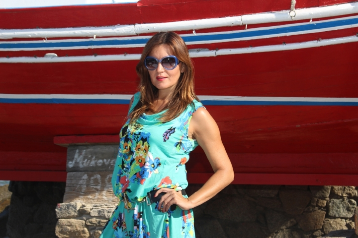Cuida de ti, cuida tu imagen, vestido modelo Aloha, marca Surkana, Street style,Mykonos, looks de verano, summer looks, estampados, mediterraneamente 16