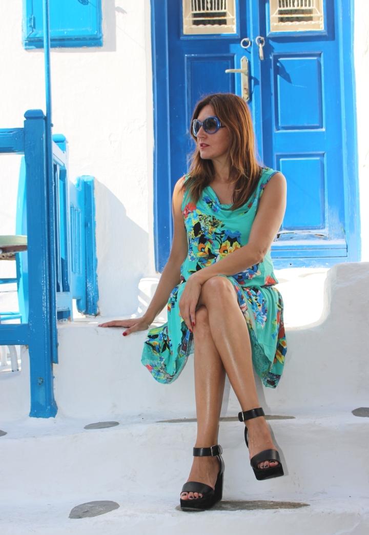 Cuida de ti, cuida tu imagen, vestido modelo Aloha, marca Surkana, Street style,Mykonos, looks de verano, summer looks, estampados, mediterraneamente 2