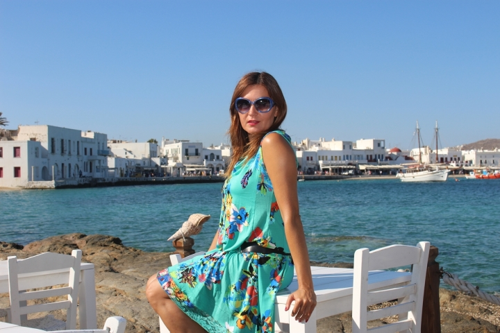 Cuida de ti, cuida tu imagen, vestido modelo Aloha, marca Surkana, Street style,Mykonos, looks de verano, summer looks, estampados, mediterraneamente 23
