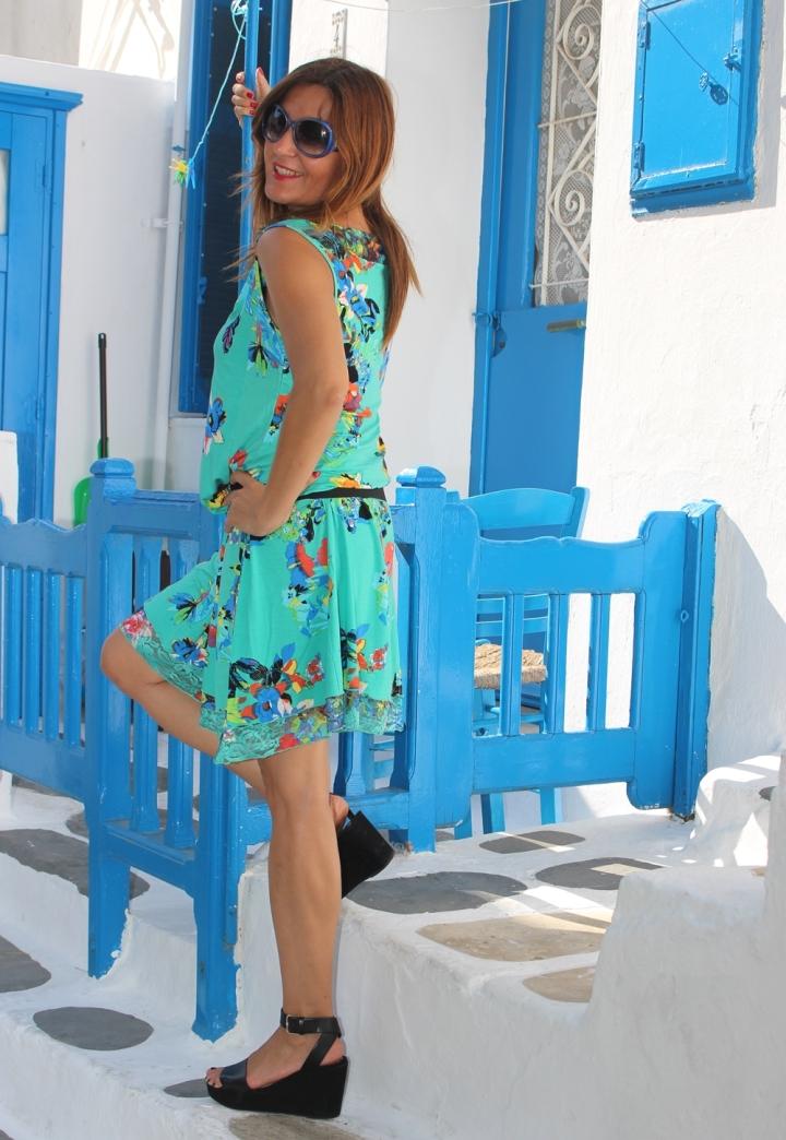 Cuida de ti, cuida tu imagen, vestido modelo Aloha, marca Surkana, Street style,Mykonos, looks de verano, summer looks, estampados, mediterraneamente 4
