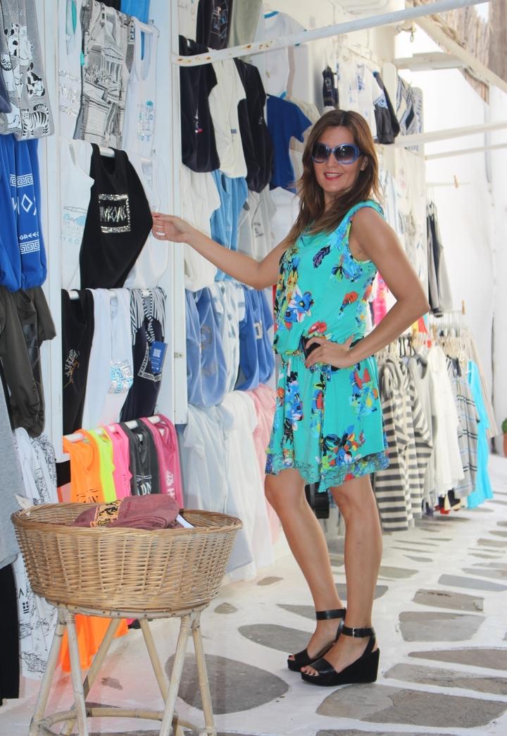 Cuida de ti, cuida tu imagen, vestido modelo Aloha, marca Surkana, Street style,Mykonos, looks de verano, summer looks, estampados, mediterraneamente 6