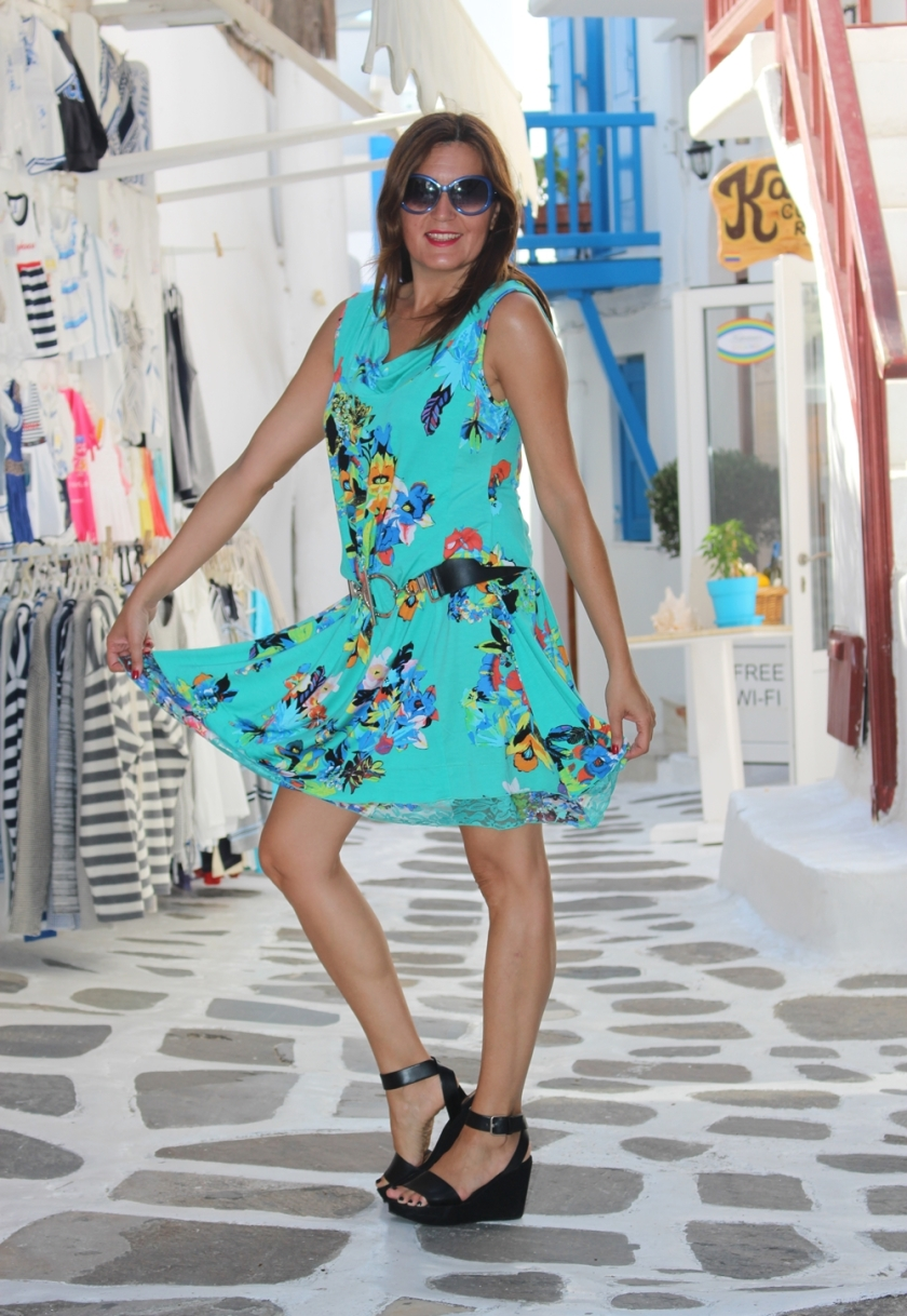 Cuida de ti, cuida tu imagen, vestido modelo Aloha, marca Surkana, Street style,Mykonos, looks de verano, summer looks, estampados, mediterraneamente 7