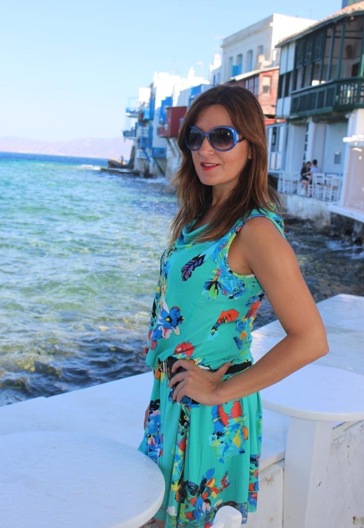 Cuida de ti, cuida tu imagen, vestido modelo Aloha, marca Surkana, Street style,Mykonos, looks de verano, summer looks, estampados, mediterraneamente 9