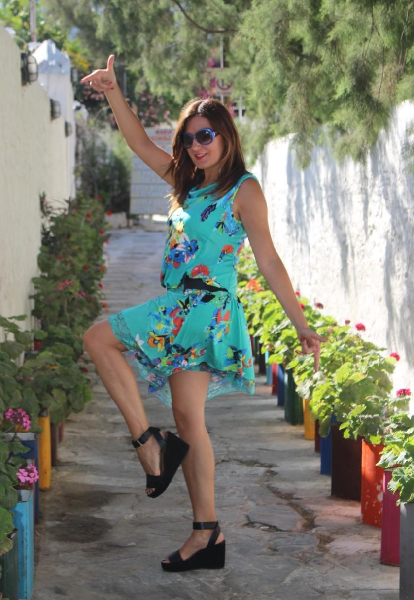 Cuida de ti, cuida tu imagen, vestido modelo Aloha, marca Surkana, Street style,Mykonos, looks de verano, summer looks, estampados, mediterraneamente