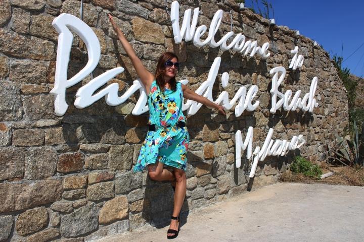 Cuida de ti, cuida tu imagen, vestido modelo Aloha, marca Surkana, Street style,Mykonos, looks de verano, summer looks, estampados, mediterraneamente3