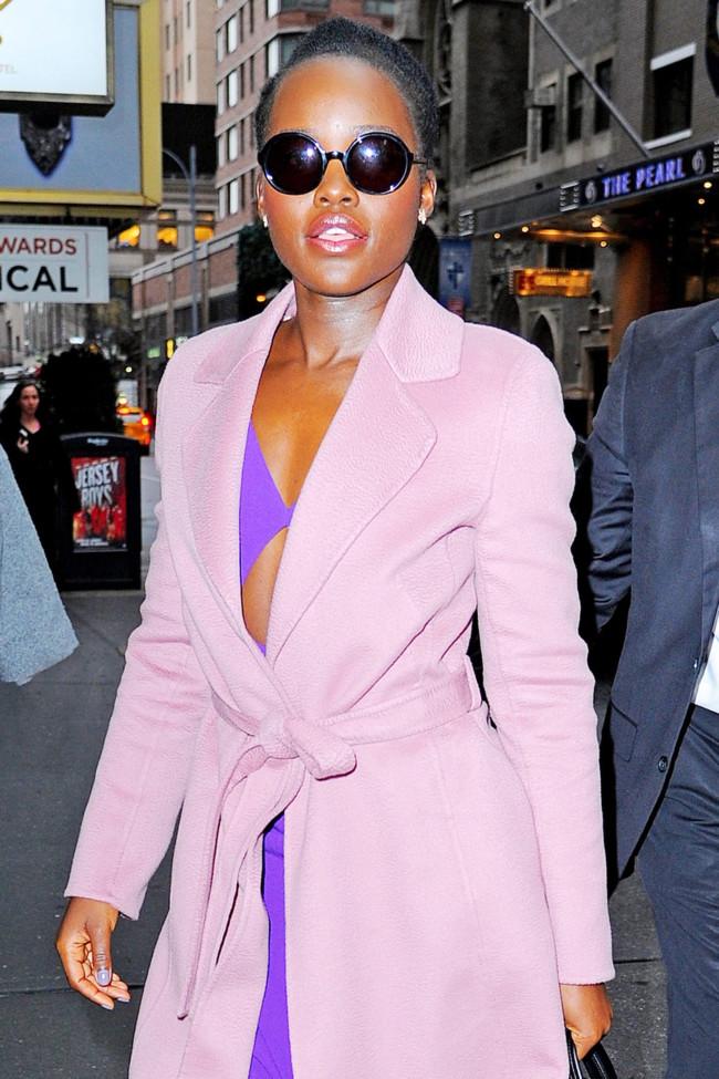 Lupita Nyong'o, Cuida de ti, cuida tu imagen, apantonearse, pantoneando, colores-pantone-decoratualma-rosa-cuarzo-azul-serenidad 34