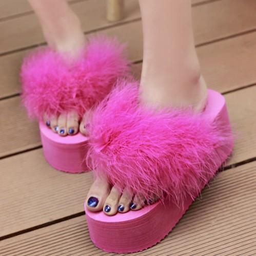 Cuida de ti, cuida tu imagen, Furry Sandals, el retorno del yety, modas locas, tendencias absurdas, zapas peludas by flip flop