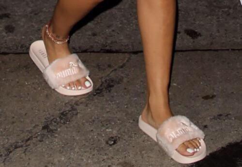 Cuida de ti, cuida tu imagen, Furry Sandals, el retorno del yety, modas locas, tendencias absurdas, zapas peludas by Rihanna 2