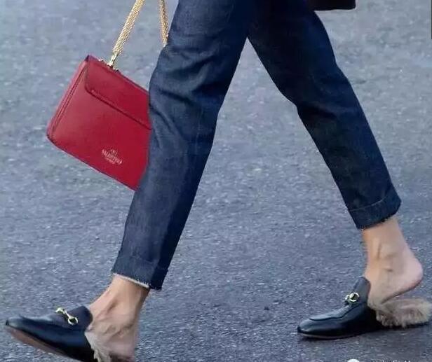 Cuida de ti, cuida tu imagen, Furry Sandals, el retorno del yety, modas locas, tendencias absurdas, zapas peludas, STREET STYLE 2