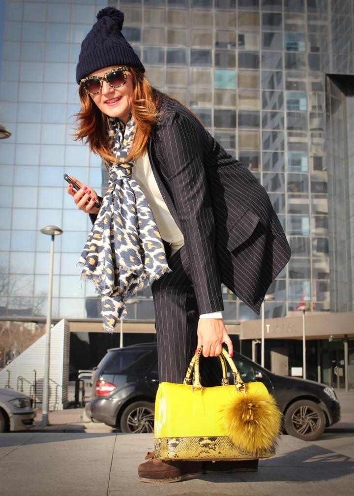 cuida-de-ti-cuida-tu-imagen-traje-bershka-bolso-amarillo-furla-pompon-dora-latina-mocasines-traje-routine-back-to-work-7