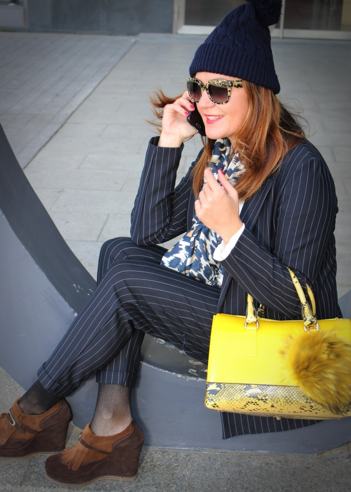 cuida-de-ti-cuida-tu-imagen-traje-bershka-bolso-amarillo-furla-pompon-dora-latina-mocasines-traje-routine-back-to-work782