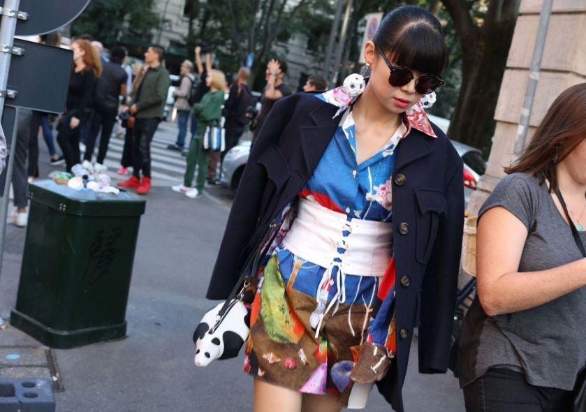 corse-no-cuida-de-ti-cuida-tu-imagen-milan-fashion-week-tendencias-primavera-2017-street-style-la-pasarela-en-la-calle-modelitos-looks-outfits-fashion-week