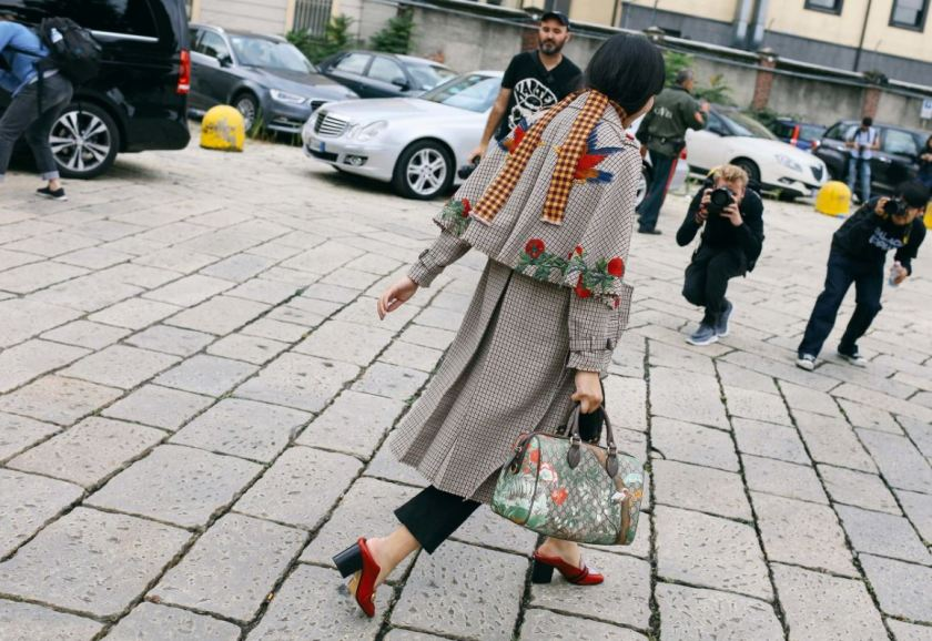 cuida-de-ti-cuida-tu-imagen-milan-fashion-week-tendencias-primavera-2017-street-style-la-pasarela-en-la-calle-modelitos-looks-outfits-fashion-week-extrem-coat