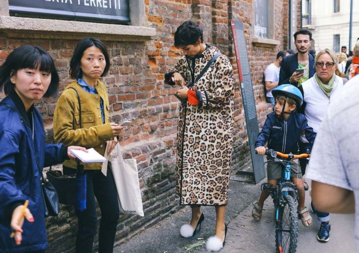 print-2-cuida-de-ti-cuida-tu-imagen-milan-fashion-week-tendencias-primavera-2017-street-style-la-pasarela-en-la-calle-modelitos-looks-outfits-fashion-week