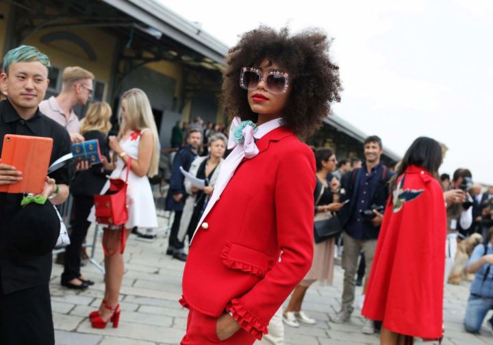 red-cuida-de-ti-cuida-tu-imagen-milan-fashion-week-tendencias-primavera-2017-street-style-la-pasarela-en-la-calle-modelitos-looks-outfits-fashion-week