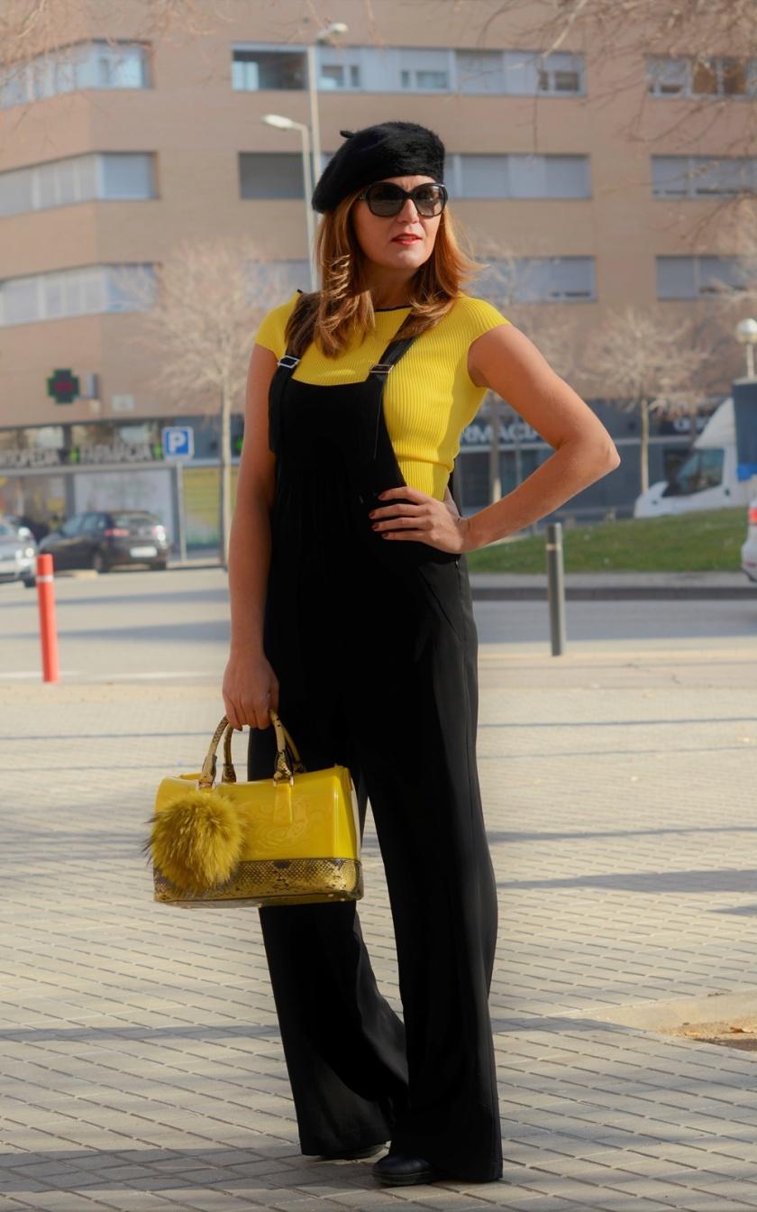 Cuida tu imagen, look amarillo, peto, overall, jumpsuit, furla, pompones, tendencias, trends, yellow